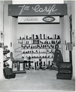 Veduta dello stand Superga allestito dal rivenditore F.lli Carifi. Esposizione di calzature.