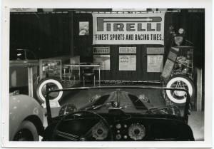 Veduta parziale di uno stand. Esposizione di pneumatici Pirelli. Sullo sfondo uno striscione Pirelli con lo slogan:  Finest sports and racing tires.