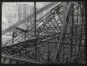 Il cantiere per la Nuova Sede Pirelli: una veduta della fitta maglia di armature in acciaio