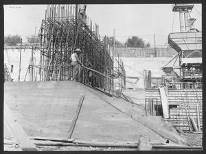 Il cantiere per la Nuova Sede Pirelli: una veduta della costruzione dei plinti di fondazione