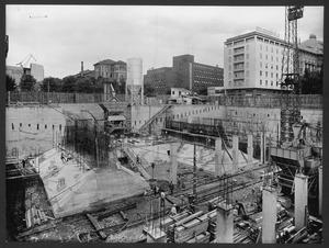 Una veduta del cantiere del Centro Pirelli: costruzione dei plinti di fondazione