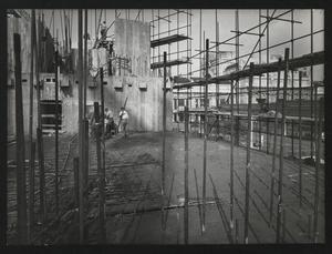Veduta del cantiere per la Nuova Sede Pirelli: i getti del primo Piano Tipo verso la punta Galvani. Sullo sfondo è visibile la Stazione Centrale di Milano