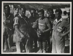 Alcuni corridori e membri della squadra Bottecchia