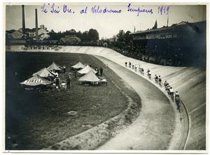 """Corsa """"Sei Ore"""" al Velodromo Sempione nel 1919"""