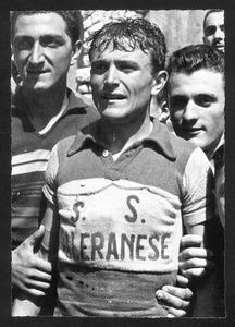 Il vincitore della corsa, il corridore Tranquillo Scudellaro, con maglia della S.S. Saleranese