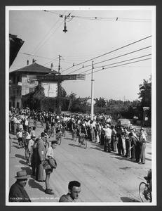 Il passaggio dei corridori a Sant'Eufemia della Fonte (BS), dove è fissato il rifornimento