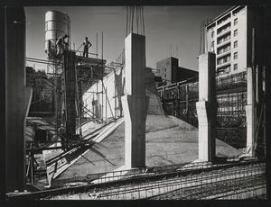 L'immagine riprende uno dei due plinti centrali delle fondamenta del Centro Pirelli