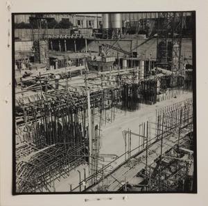 Ottobre 1956, veduta del cantiere del Centro Pirelli: armature delle strutture di fondazione