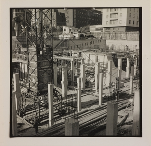 Ottobre 1956, veduta del cantiere del Centro Pirelli: posa delle strutture di fondazione. Sono ripresi i pilastri