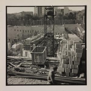Ottobre 1956, veduta del cantiere del Centro Pirelli: posa delle strutture di fondazione
