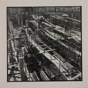 Ottobre 1956, veduta del cantiere del Centro Pirelli: posa delle fondamenta. Sono ripresi pilastri e plinti di fondazione