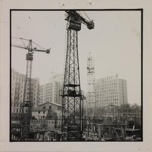 10 ottobre 1956, veduta del cantiere del Centro Pirelli: gru