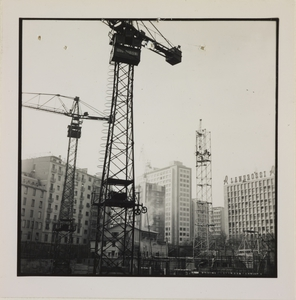 24 ottobre 1956, veduta del cantiere del Centro Pirelli: le gru