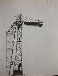29 ottobre 1956, cantiere del centro Pirelli: una gru