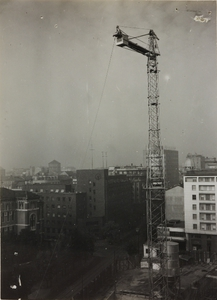 29 ottobre 1956, veduta del cantiere del Centro Pirelli e dei palazzi limitrofi