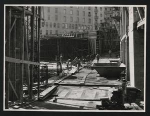 Cantiere del Centro Pirelli: operai edili al lavoro