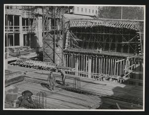 Veduta del cantiere del Centro Pirelli: il grattacielo in costruzione