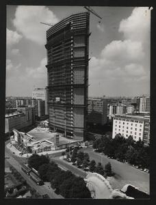 Construction of the Pirelli Centre - 1958 - photo by Publifoto