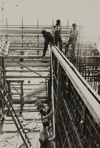 Il cantiere del Centro Pirelli: costruzione di intelaiature