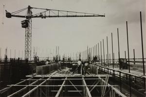 Veduta del cantiere del Centro Pirelli: gru e costruzione di intelaiature