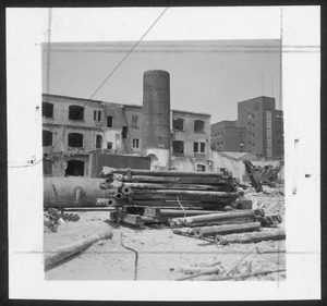 La demolizione della Brusada vista dall'interno dell'area dove sorgeva lo stabilmento