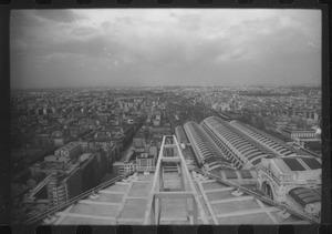 Veduta dalla terrazza di copertura del Centro Pirelli: è visibile la Stazione Centrale di Milano