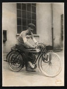 Il pilota Carlo Maffeis