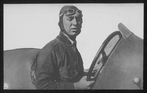 Il pilota James Anthony Jimmy Murphy, terzo classificato, su automobile Miller 122 equipaggiata con pneumatici Pirelli