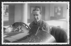 Il pilota Carlo Castelbarco a Monza nel 1933
