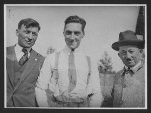 Piloti non identificati. Il primo da sinistra potrebbe essere il corridore Antonio Ascari (1888-1925)