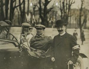 Il pilota Gastone Brilli Peri insieme a Nicola Romeo