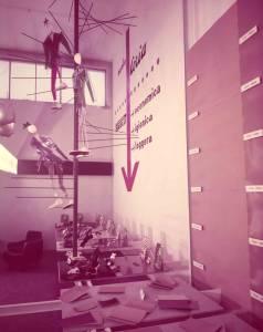Veduta parziale dello stand Pirelli. Esposizione di suole Coria, tacchi e mezzi tacchi.