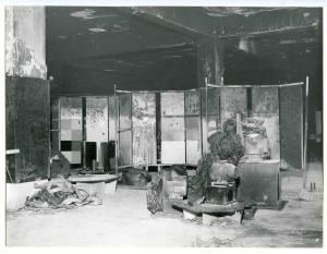 Padiglione delle materie plastiche - Veduta dello stand Pirelli dopo l'incendio. Sono visibili i danni provocati dal fuoco.